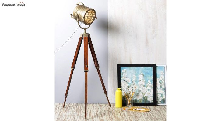 Beaker Classic Tripod Lamp by Grated Ginger-1