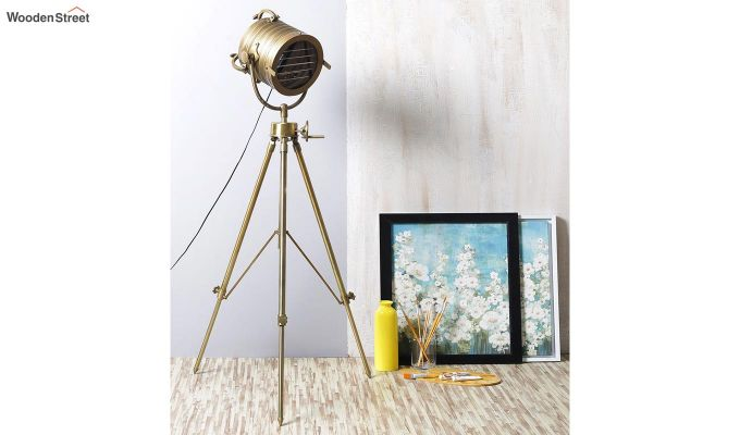Beaker Metal Tripod Lamp by Grated Ginger-1