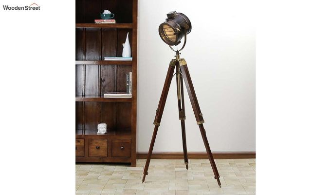 Corse Antique Tripod Lamp by Grated Ginger-1