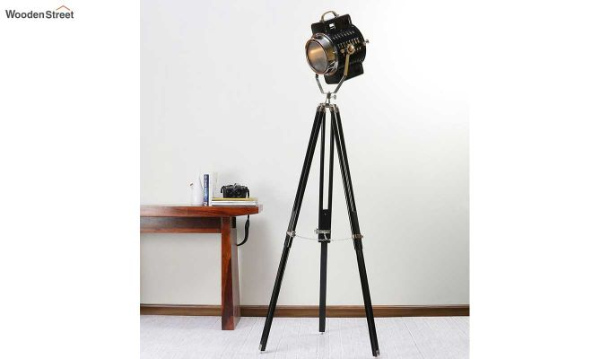 Focus Black Tripod Lamp by Grated Ginger-1