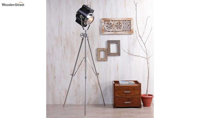 Focus Silver Tripod Lamp by Grated Ginger-1