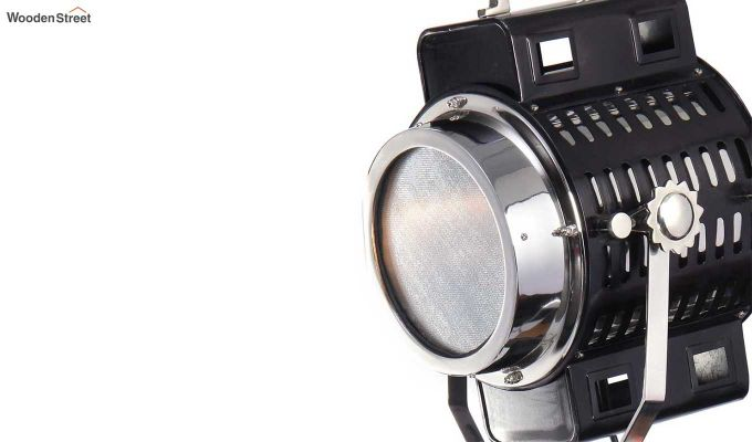 Focus Silver Tripod Lamp by Grated Ginger-5