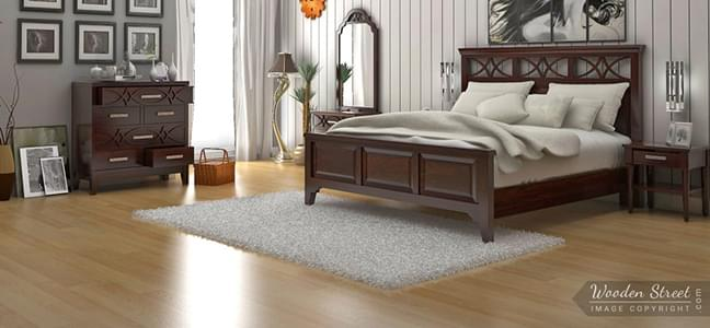 luxurious king size wooden bed